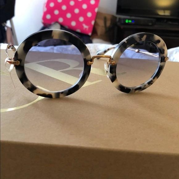 ed606afbdcfe Miu Miu round sunglasses. M 5b69bf90194dad488e047ccc. Other Accessories ...